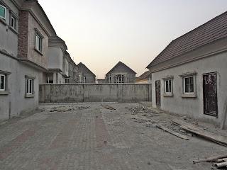 Space between Main House & BQ